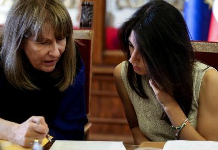 Virginia Raggi e l'ex capo gabinetto Carla Raineri (LaPresse)