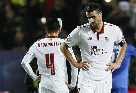 Vicente Iborra (in primo piano), 29 anni, centrocampista e capitano del Siviglia (LAPRESSE)