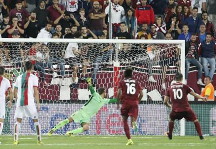 Il rigore del definitivo 2-2 realizzato dal croato Bruno Petkovic, 22 anni (LAPRESSE)