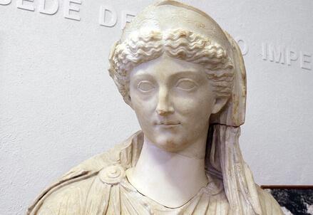 Livia seduta rappresentata come Cerere (Foto Sailko, Wikimedia Commons)