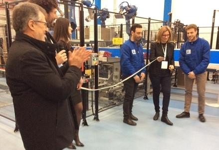 Renzo Sartori (a sinistra) nell'hub robotizzato di Number 1 a Parma