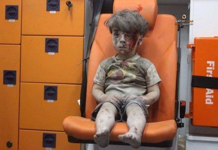 La foto del bambino salvato ad Aleppo
