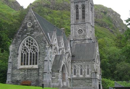 Chiesa dell'Abbazia di Kylemore, Irlanda (Foto Bjoernreusch da Wikipedia)