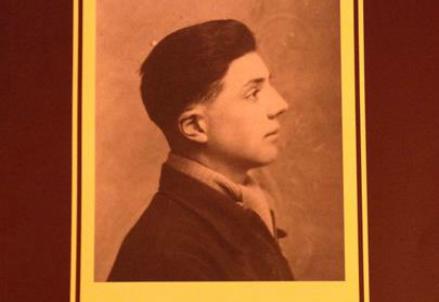 Jean Valenti sulla copertina del suo libro