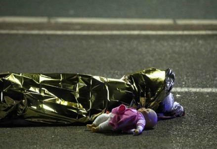Il cadavere della bimba uccisa (Foto dal web)