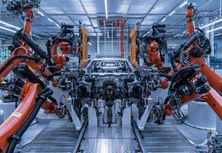 La linea di produzione della nuova BMW Serie 5, uno dei best sellere del mercato nel segmento premium