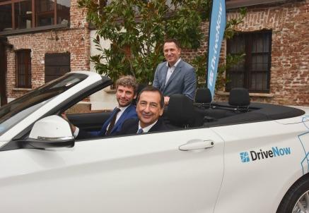 Alla guida, Beppe Sala. Al suo fianco Andrea Leverano. Dietro, Nico Gabriel, managing director DriveNow