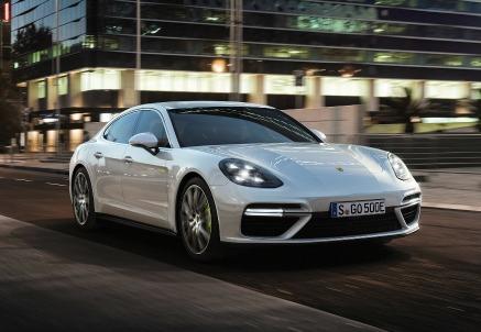 La nuova Porsche Panamera Turbo S E-Hybrid