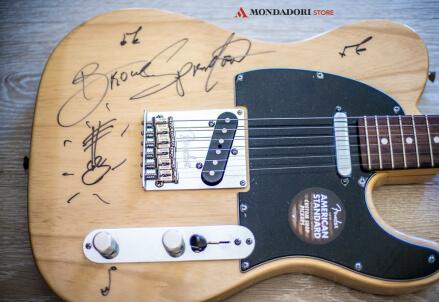 """SPRINGSTEEN/ L'autobiografia """"Born to Run"""": vinci la chitarra autografata dal Boss"""