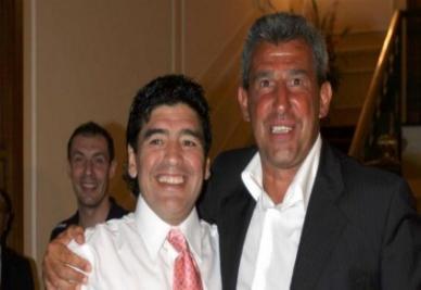 Bagni con Maradona (Ansa)