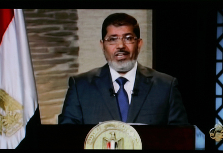 Mohamed Morsi ripreso dalla tv Al Jazeera (Infophoto)