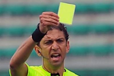 cartellino giallo (foto Ansa)
