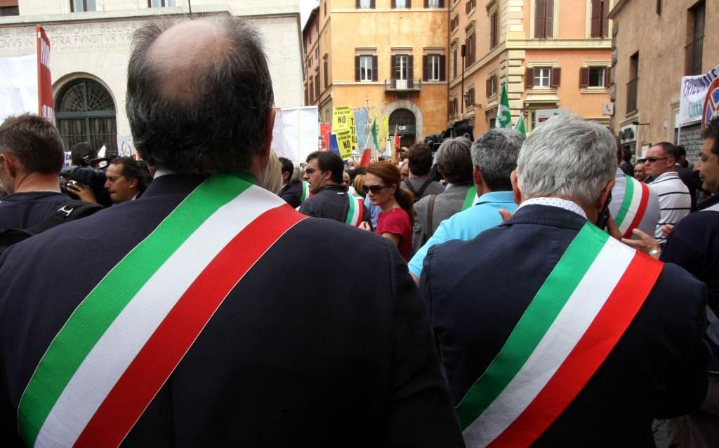 I sindaci in piazza (Infophoto)