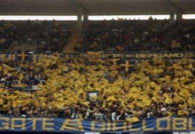 Tifosi gialloblu al Bentegodi (Ansa)